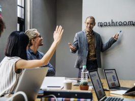 Teman Anda Suka Cari Muka di Tempat Kerja, Berikut Cara Menghadapinya